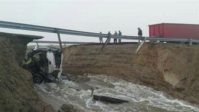 Por la grieta causada, un camión cayó al vacío. Vialidad Nacional reparó la vía en 24 horas