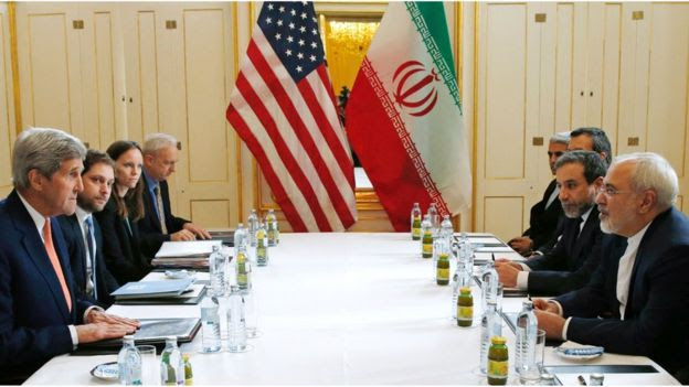 US Secretary of State John Kerry (L) meets Iranian Foreign Minister Javad Zarif (R) in Vienna, Austria on 16 January 2016