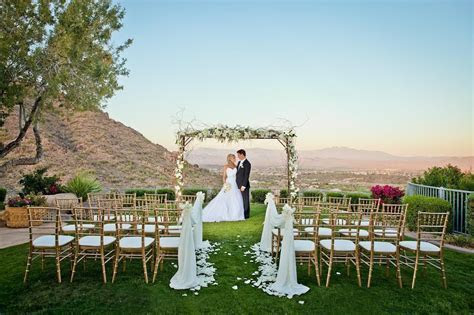 How to Keep Your Guests Comfy at your Outdoor Wedding