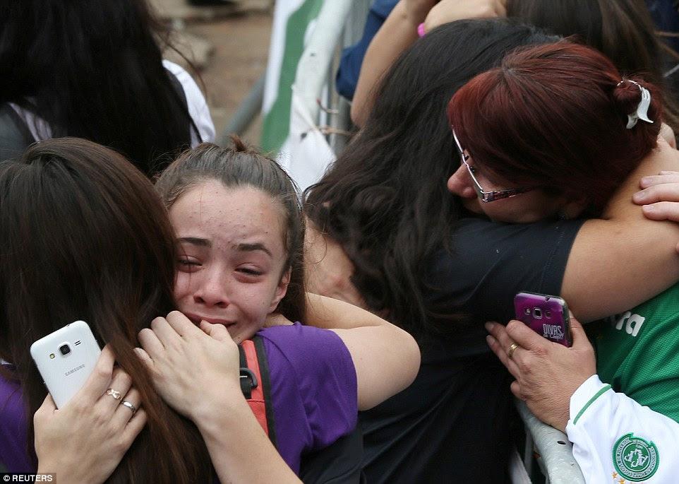 Chapecoense estava viajando em um vôo fretado para jogar clube colombiano Atletico Nacional na Copa Sul-Americana final, quando o avião caiu perto de Medellín