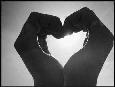 mani cuore.jpg