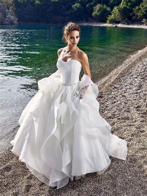 2017 Puffy Princess Beach Wedding Dresses Tulle Tiers