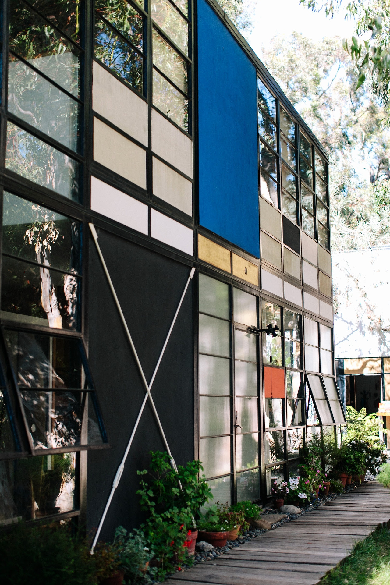 Painting the Palette How the Eames House got its Color