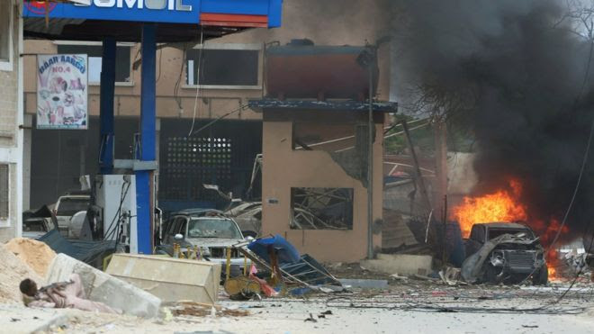 A Somali government soldier holds his position during gunfire after a suicide bomb attack outside a hotel in Somalia's capital Mogadishu, on 25 June