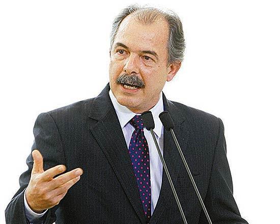 Aloizio Mercadante discursa na cerimônia em que tomou posse como ministro da Educação