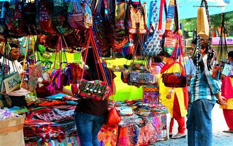 8 Best Street Markets In Delhi For Amazing Shopping Experience