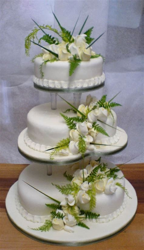 Letha's blog: Lovely three tier white wedding cake with