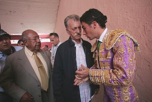 Nazario Villafuerte conversa con Tendero y su apoderado Picamills en Lima