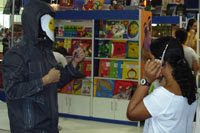 Johnny Online with a young girl reader at the Sao Paolo bookfair, Brazil edition launch (Hibridos), August 24 2008