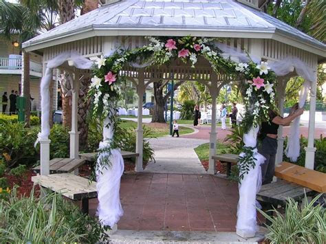 Gazebo decoration in Ft Lauderdale   Wedding Flowers from