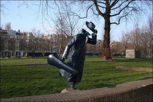 Amsterdam - estatua homem correndo na marnixstraat