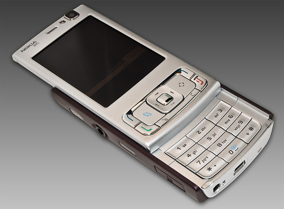 12. Nokia N95 Front Open