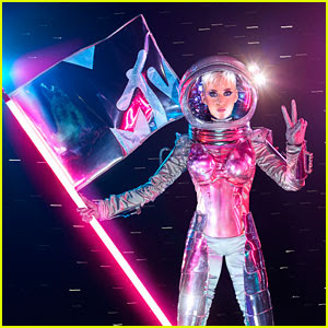 Katy Perry to Host MTV VMAs 2017!