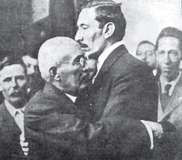 Pascual Orozco and Victoriano Huerta hugging.