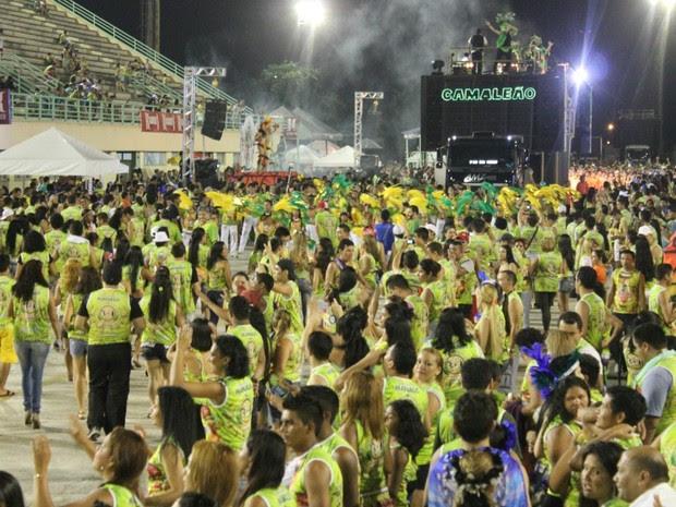 Dez atrações agitaram o público durante a segunda noite de festa (Foto: Girlene Medeiros/ G1 AM)