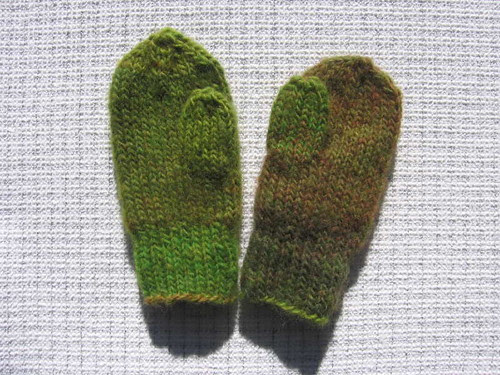 Green ombre mittens