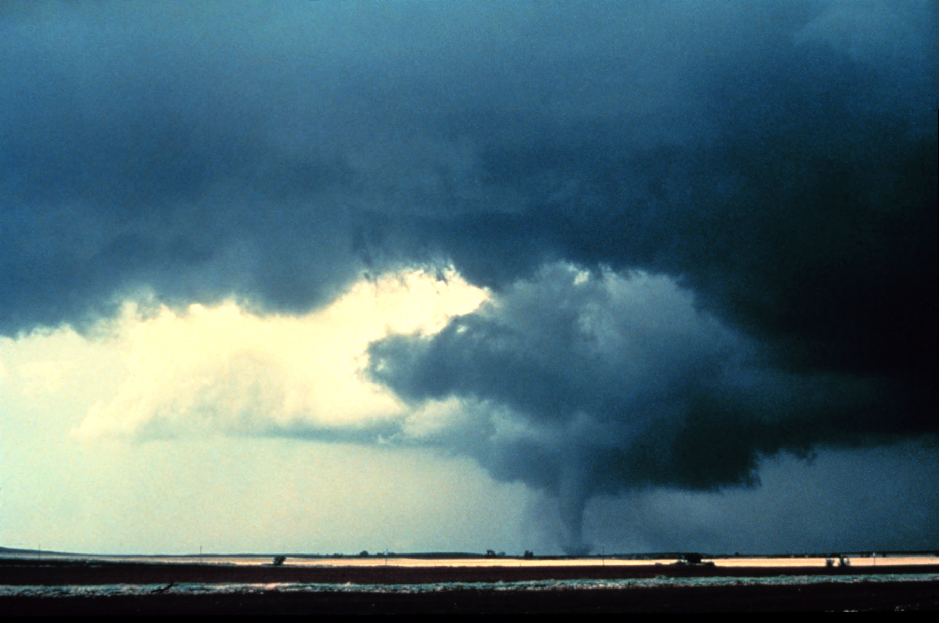 http://upload.wikimedia.org/wikipedia/commons/c/c3/Alfalfa_Tornado_-_NOAA.jpg