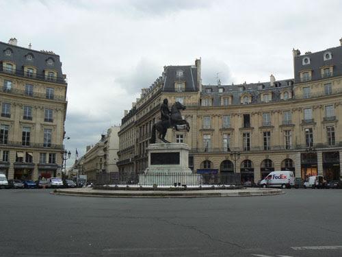 place des Victoires.jpg