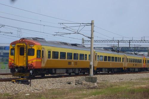 EMU300-1017次自強