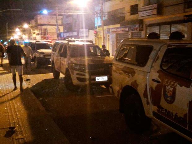 Policiais trocaram tiros com criminosos, um deles foi baleado e conseguiu fugir (Foto: Edivaldo Braga/ Blog Braga)