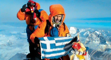 Perierga.gr - Έλληνας στις υψηλότερες κορυφές
