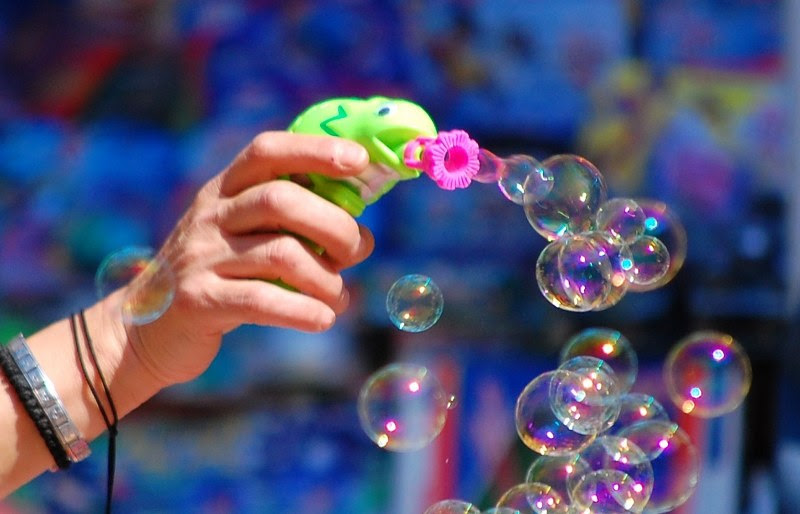 Resultado de imagem para bolas de sabão coloridas