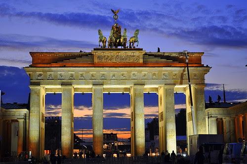 Dominosteine am Brandenburger Tor (48)
