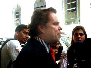 Promotr Ricardo Silvares chega à delegacia Seccional de Campinas (Foto: Anaísa Catucci/G1)