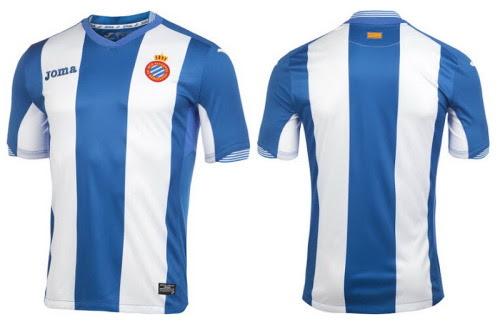 Nueva Joma camiseta RCD Espanyol local 2015-16El Nueva camiseta RCD Espanyol 2015-16 es azul con dos rayas blancas, jactándose icónico estilo de juego de la casa del club.Las mangas superiores y hombros del primera equipación Joma Espanyol de Barcelona 15-16 son de color azul.Un escote único con unas rayas detalles alrededor de la parte trasera se utiliza para el Camiseta Espanyol 2015 2016, con el mismo detalle también visible en ambos puños.La bandera catalán se coloca en la parte posterior superior del Joma Nueva equipación del RCD Espanyol 2015 2016, que se completa con pantalón azul y medias blancas.