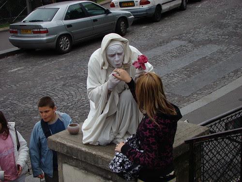 Baise-main à Paris