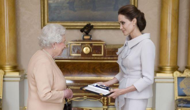 Η βασίλισσα Ελισάβετ και η Αντζελίνα Τζολί