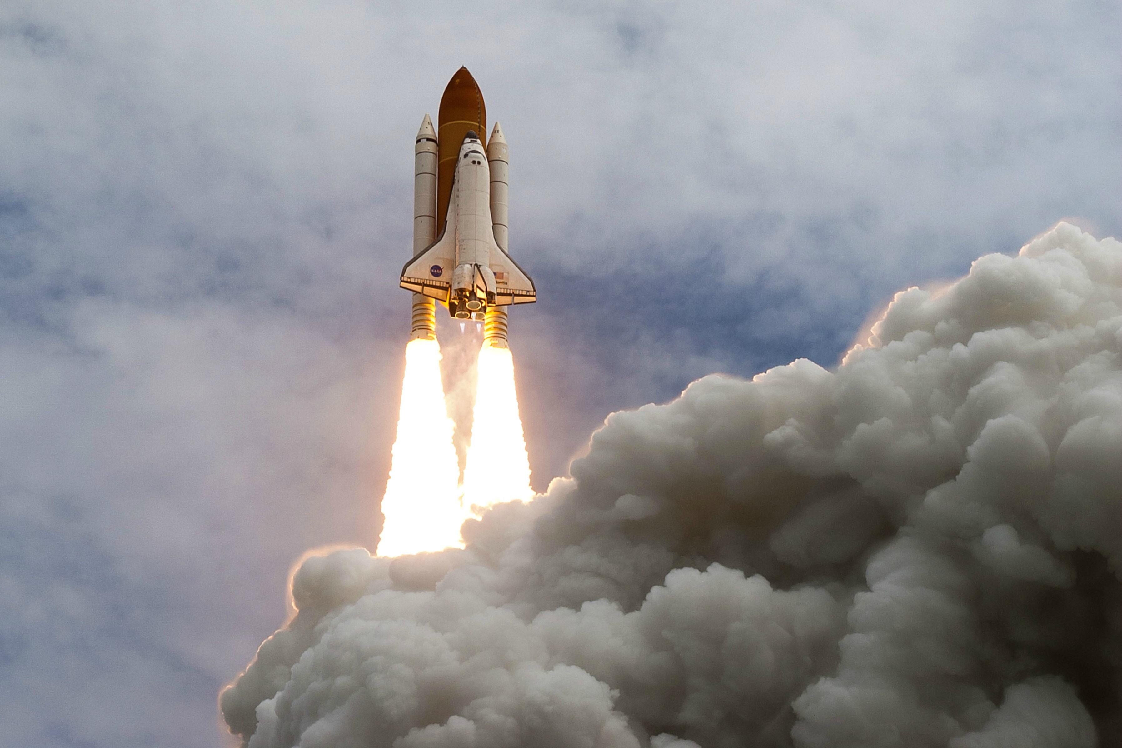 future rocket taking off - HD2048×1394