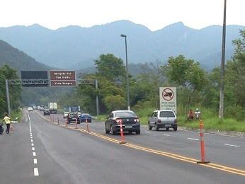 Saída de Caraguatatuba da rodovia dos Tamoios durante o fim da tarde. (Foto: Marcelo Hespaña/TV Vanguarda)