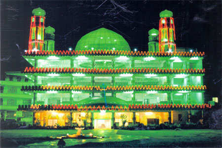 %20%28Madina%20Masjid%2C%20an%20imposing%20and%20resplendent%20structure%20of%20glass%20dome%20and%20glass%20minarets%20in%20Shillong%29