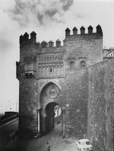 Puerta del Sol de Toledo en febrero de 1963. Fotografía de Eduardo Butragueño Bueno