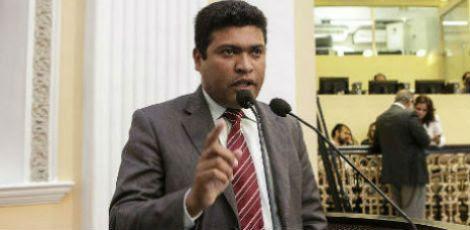 Deputado e policial militar, Joel da Harpa (PROS) concorda com emenda de Uchoa que retira do projeto do governo o artigo 1º , que  atribui com privativa dos delegados a lavratura de TCOs