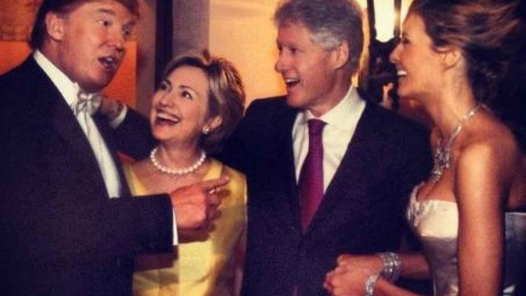 Curiosamente a la boda de los Trump acudió el matrimonio Clinton.