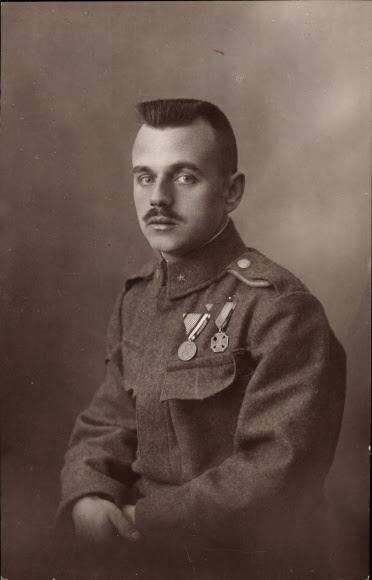 Photo Postcard Kuk Soldat In Uniform Portrait Orden Akpoolcouk