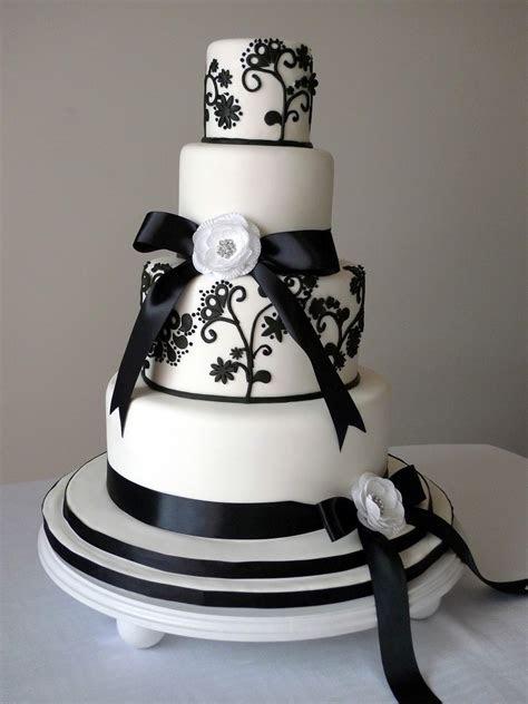 Classy White Wedding Cake   Tyler Living