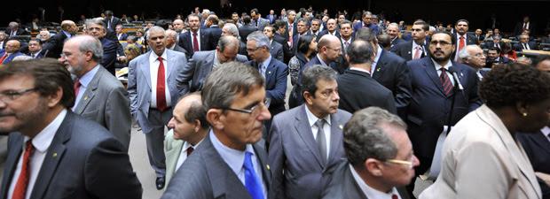 Deputados no plenário da Câmara durante a sessão deliberativa desta quarta (21)  (Foto: Beto Oliveira / Agência Câmara)