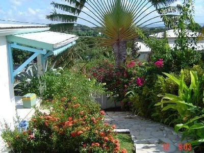 Flor'alyzee, small villa with a swimming pool, inside a tropical ...