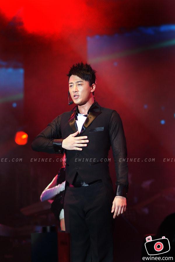 RAYMOND-LAM-LIVE-IN-MALAYSIA-SUNWAY-LAGOON-2011