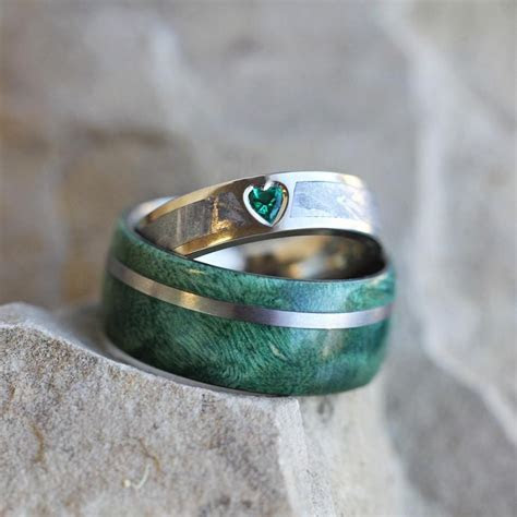 Unique Wedding Ring Set, Rustic Bridal Set With Green Box