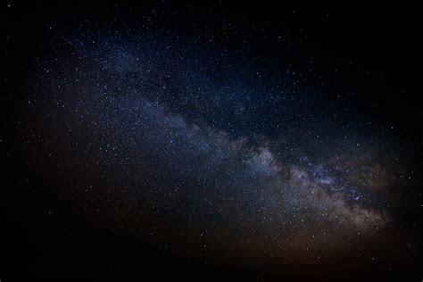 gambar langit malam bima sakti kosmos suasana gelap