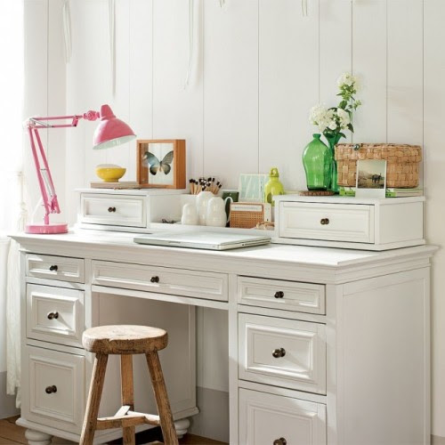 simple girly workpace (via Study Space Inspiration for Teens)