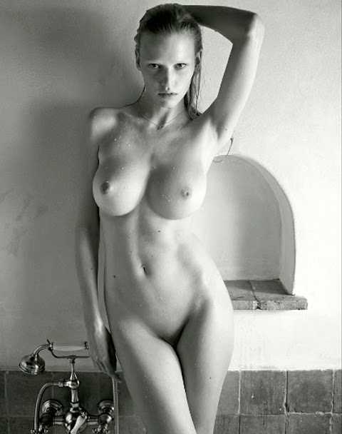Sasha Spielberg Nude Hot Photos/Pics   #1 (18+) Galleries