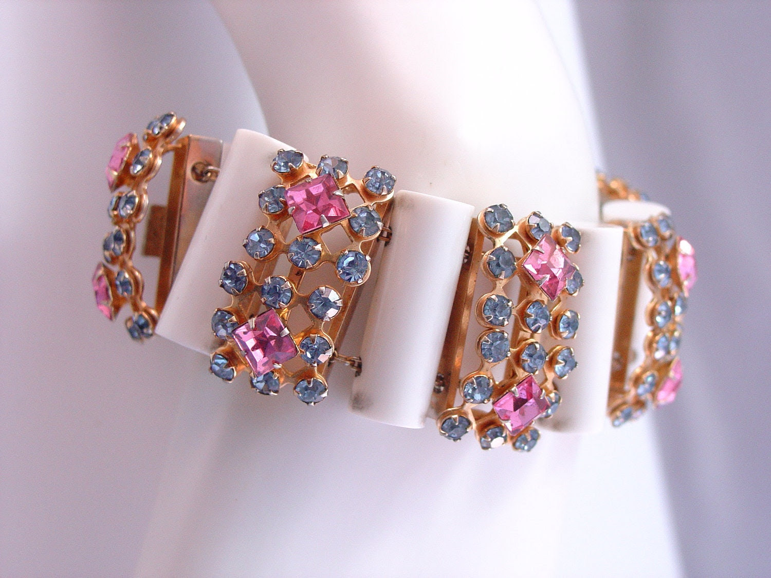 Wowzer Vintage Rhinestone Lucite Slide Bracelet Unusual Blue Pink Beauty
