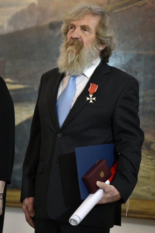 В 2015 году National Geographic вручил 68-летнему Алесандру Добе награду «Путешественник года».