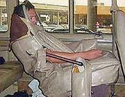 Un uomo «truccato» da sedile per sfuggire ai controlli (Us Customs and Border Protection)
