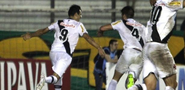 Herrera (9) comemora seu primeiro gol com a camisa do Vasco